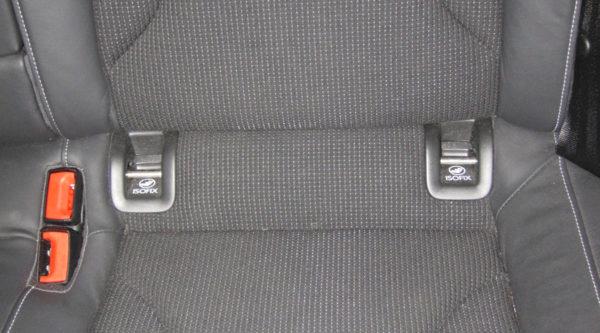 bilbarnstol med eller utan isofix för barnsäkerhet