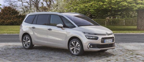 Citroën Grand Picasso familjebil grå metallic sedd från sidan