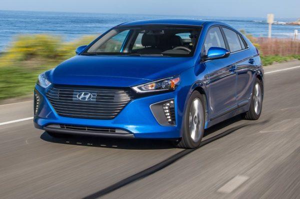 Hyundai IONIQ laddhybrid blå