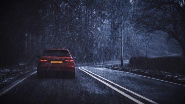 Köra bil i mörker kan vara lite knepigt. Vi har några bra