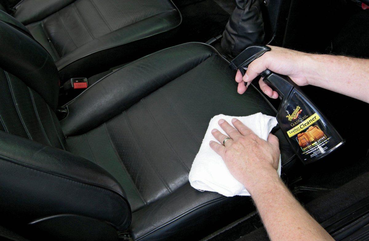 rengöring av bilklädsel