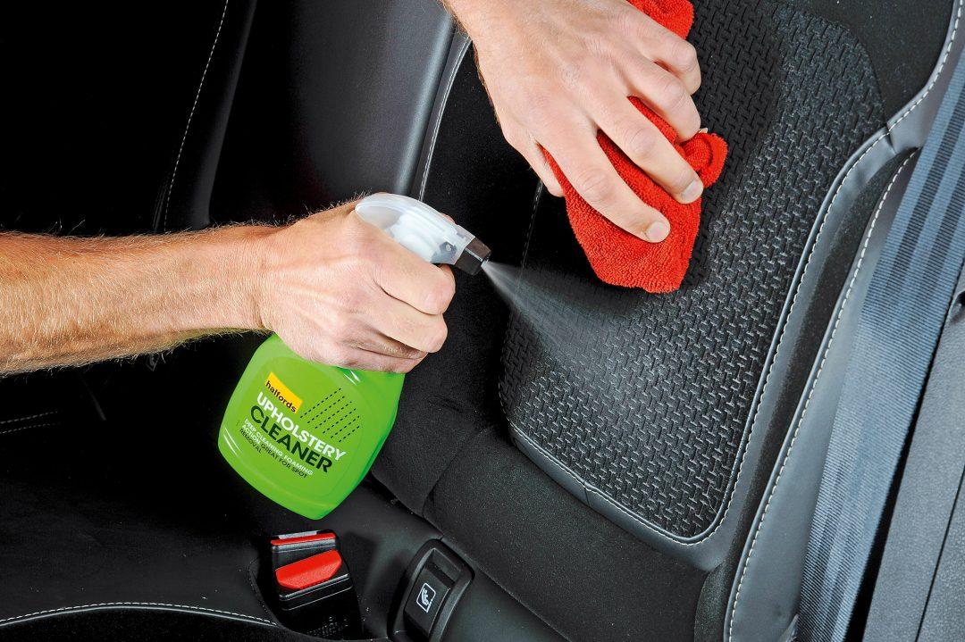 tvätta bilklädsel