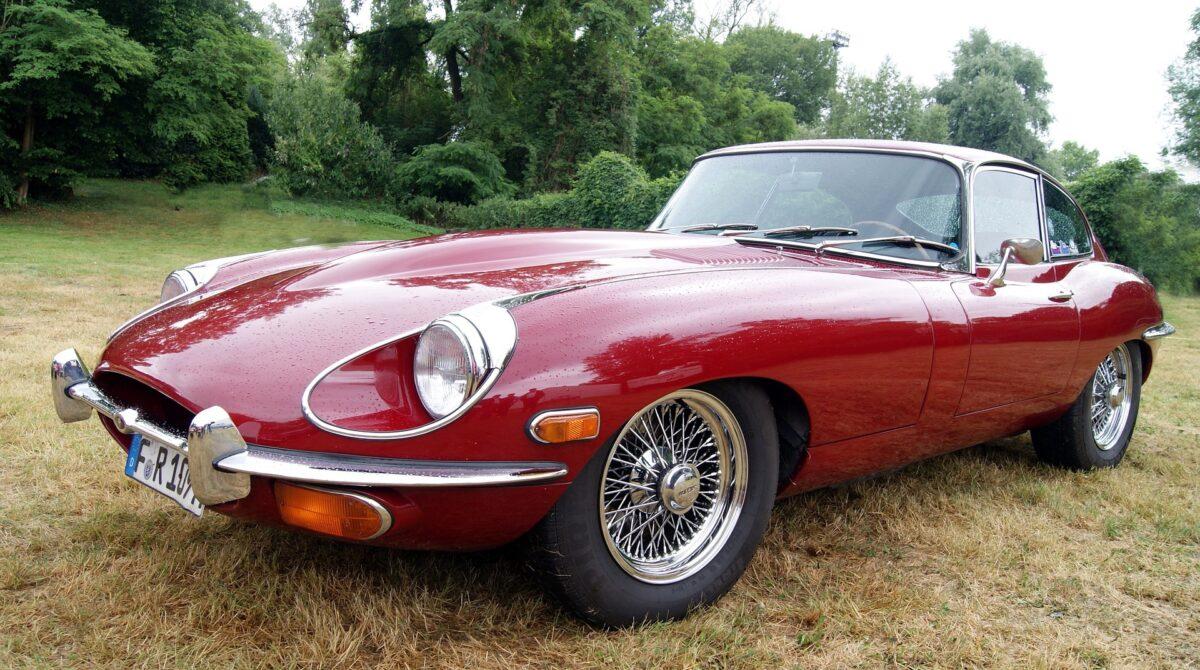 klassiska bilar jaguar e type